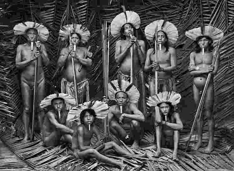 Homens Zo'é na Terra Indígena Zo'é, no Pará - Sebastião Salgado - Sebastião Salgado