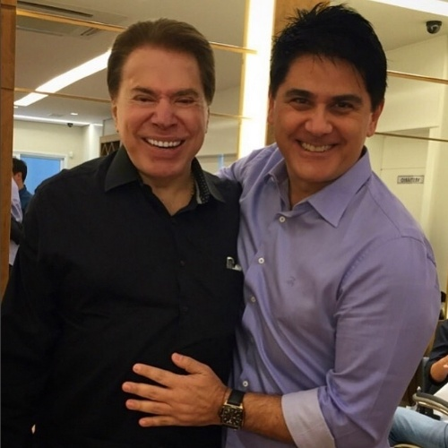 8.ago.2015 - César Filho aproveitou o encontro casual com Silvio Santos no salão de beleza para fazer uma foto