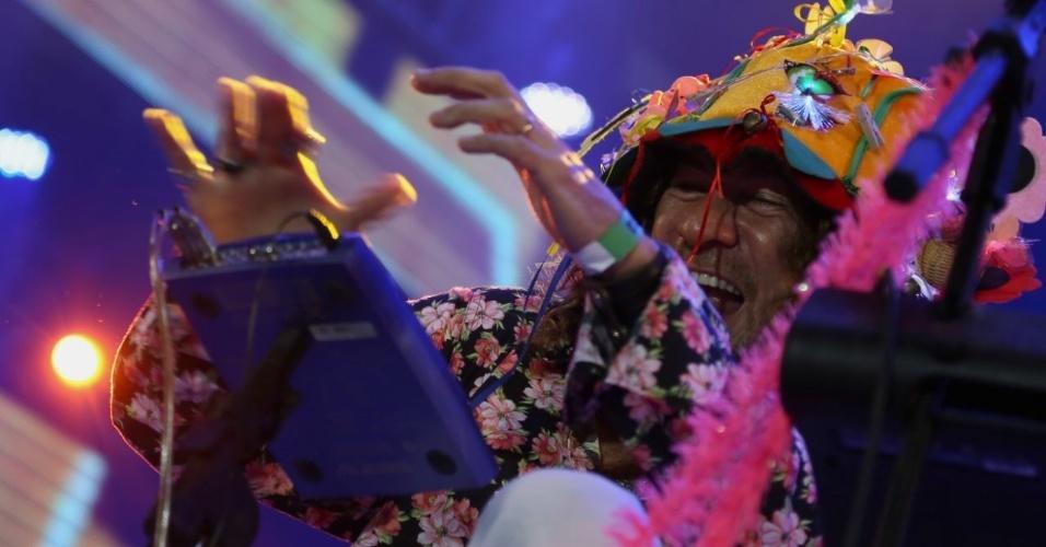 6.fev.2016 - Silvério Pessoa em show no Marco Zero no Recife