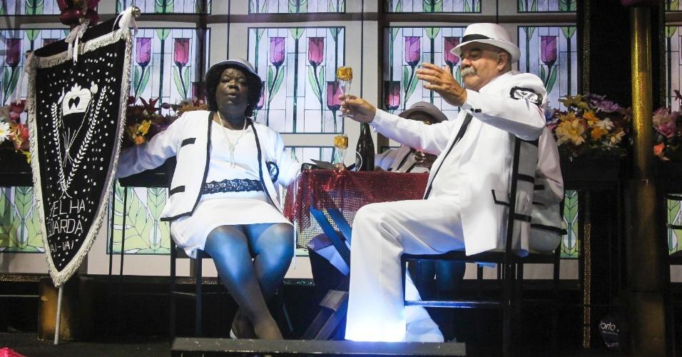 7.fev.2016 - A velha guarda da Vai-Vai. A atual campeã do Carnaval paulista homenageou a França em seu enredo.