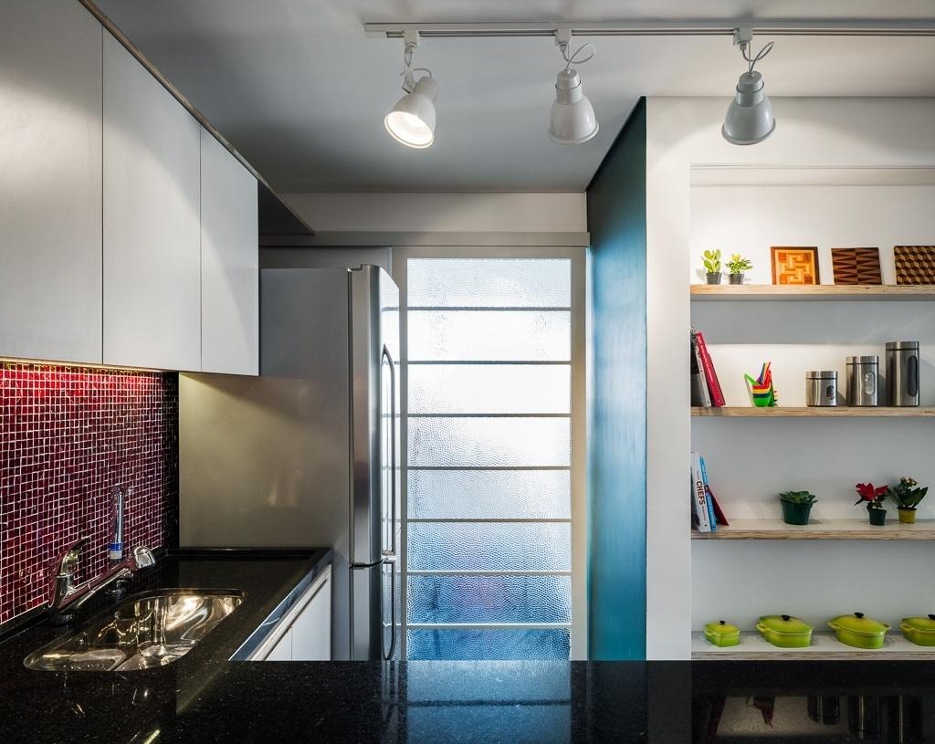 Com proposta assinada pelo escritório Vitrô Arquitetura, a cozinha do apartamento na Bela Vista, em São Paulo, ganhou