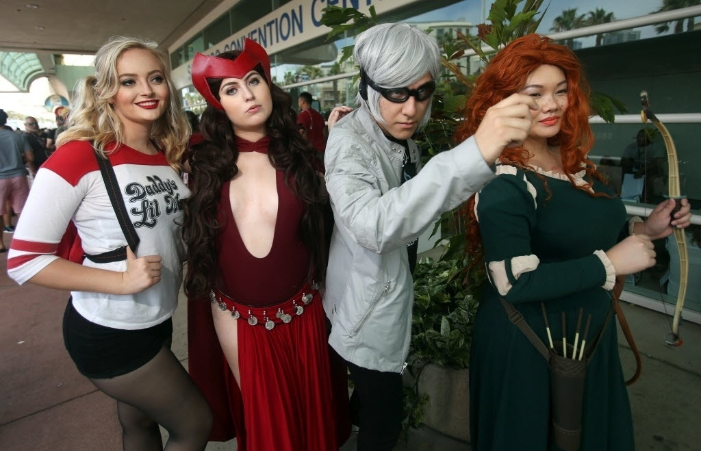 23.jul.2016 - Outro encontro inusitado de cosplayers vestidos de Arlequina (do