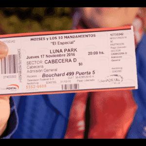 17.nov.2016 - Ingresso para acompanhar a transmissão da abertura do Mar Vermelho no Luna Park, uma tradicional casa de espetáculos de Buenos Aires - Grégoire Bouquet/UOL