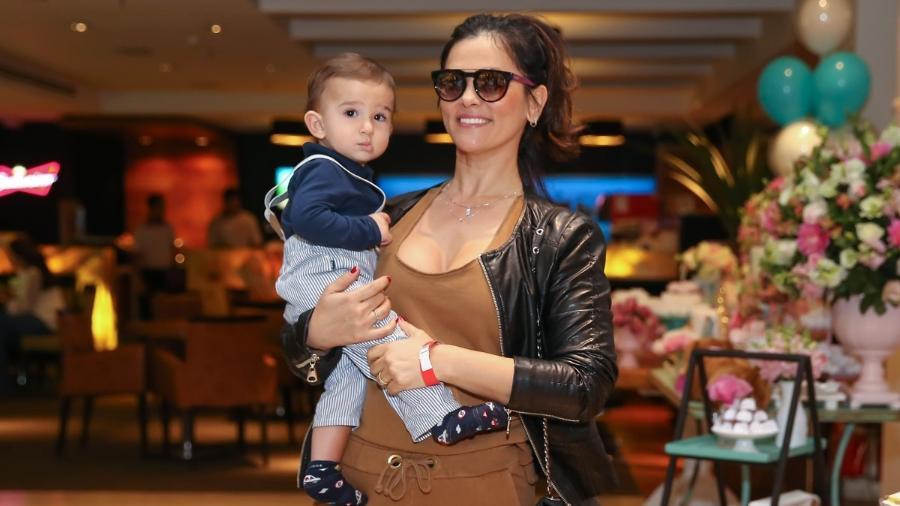 Suzana Alves, que ficou famosa como a personagem Tiazinha, leva o filho Benjamin para aniversário em shopping de São Paulo - Manuela Scarpa/Brazil News