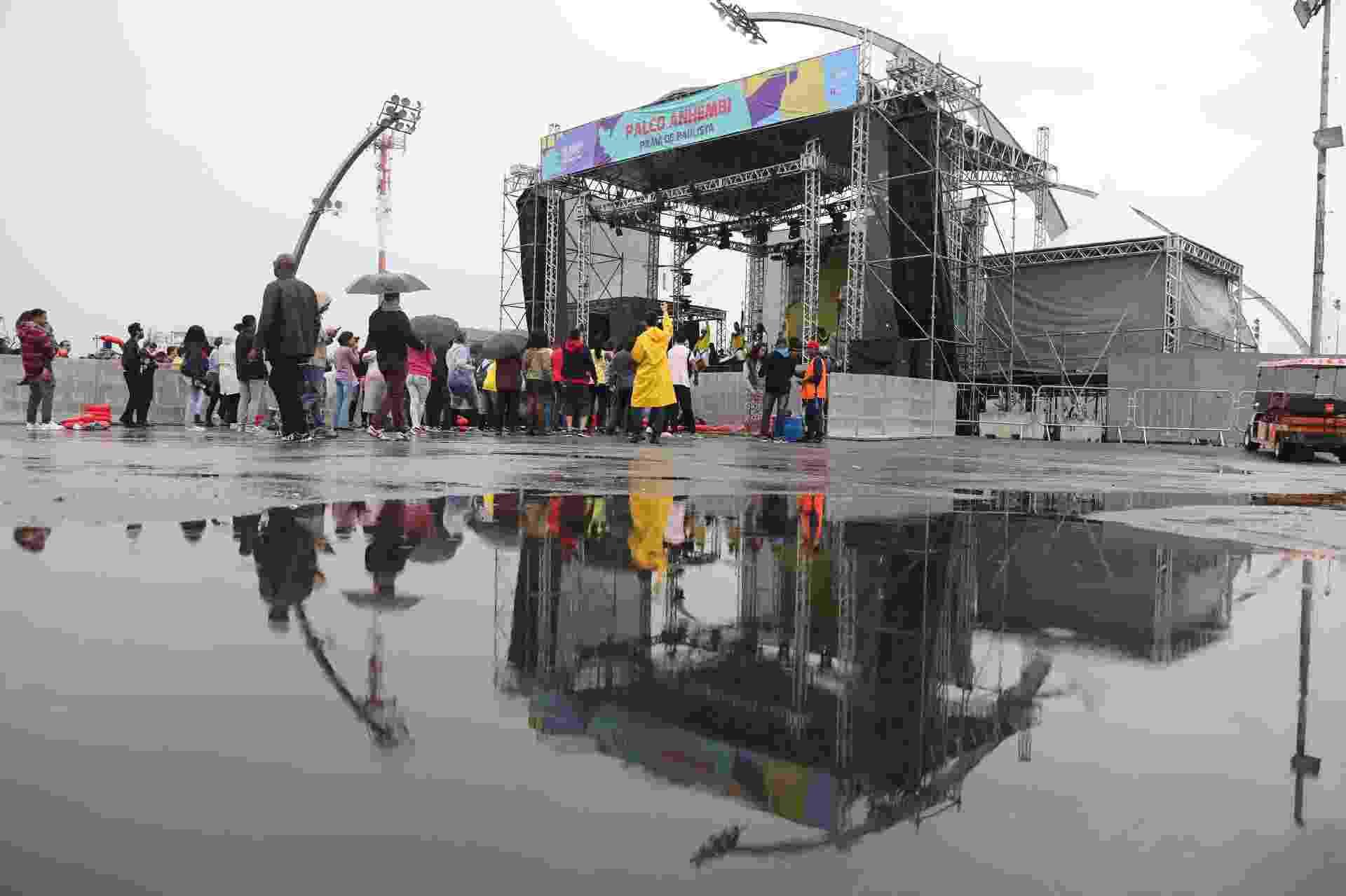 Baixo público assiste ao show da banda Olodum no palco do palco do Anhembi da Virada Cultural 2017 - Simon Plestenjak/UOL