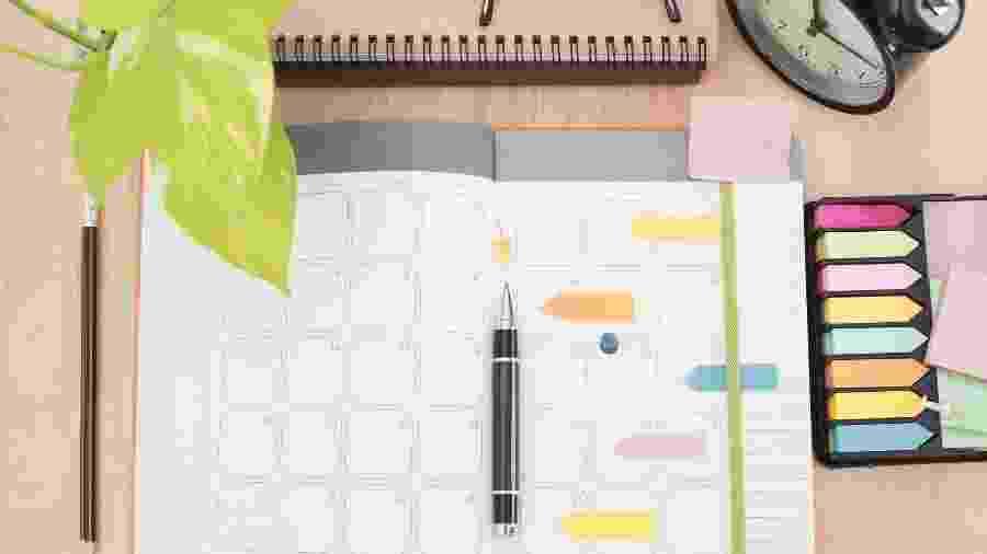 Não confie apenas na sua memória. Tenha tudo o que precisa fazer à vista e anotado em uma agenda ou um planner - iStock