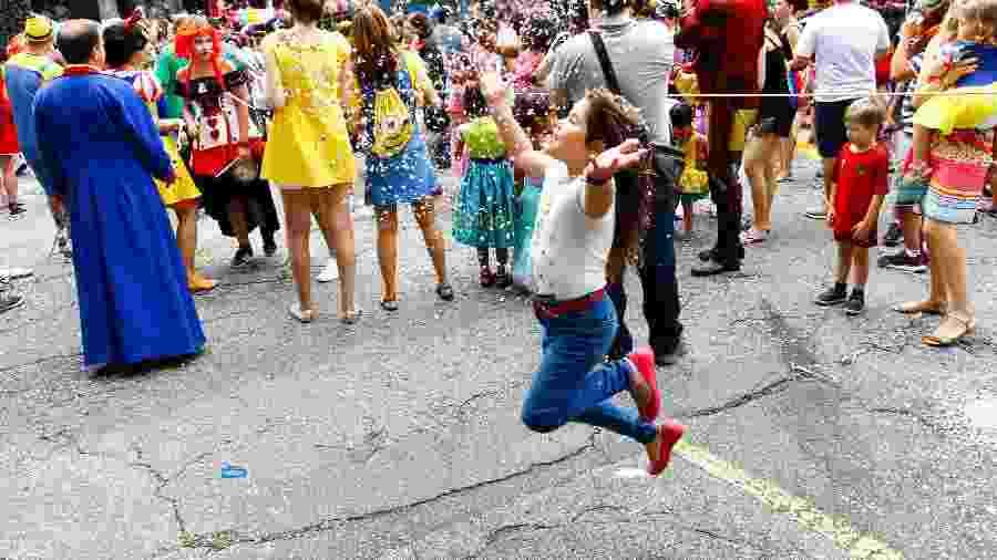 No primeiro dia de desfile dos blocos de carnaval em São Paulo, pelo 4º ano consecutivo o bloco infantil Mamãe eu Quero, agita a criançada e toda família na manhã deste sábado (03) no bairro das Perdizes, zona oeste da capital - ALOISIO MAURICIO/FOTOARENA/FOTOARENA/ESTADÃO CONTEÚDO