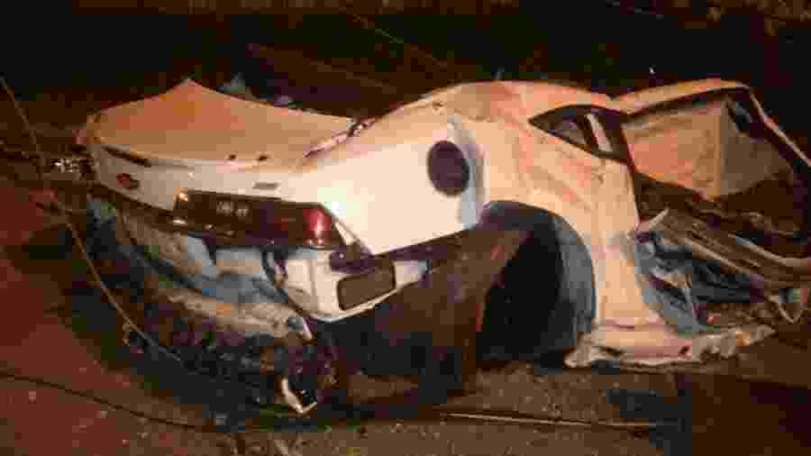 Camaro do MC Brisola ficou partido ao meio após acidente - Divulgação/Polícia Rodoviária Federal
