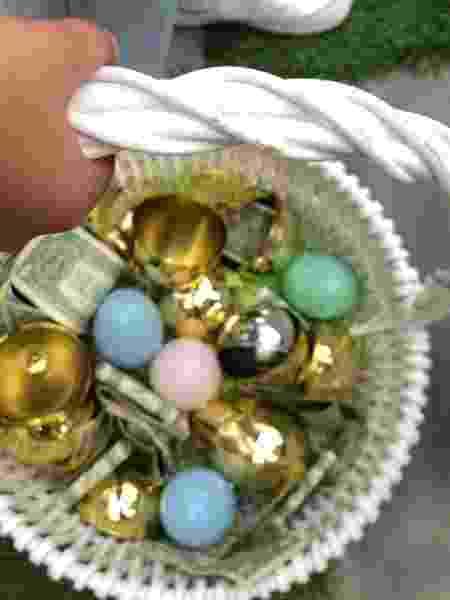 """A cesta de ovos """"de ouro"""" com notas de dinheiro de Mason - Reprodução/Instagram - Reprodução/Instagram"""