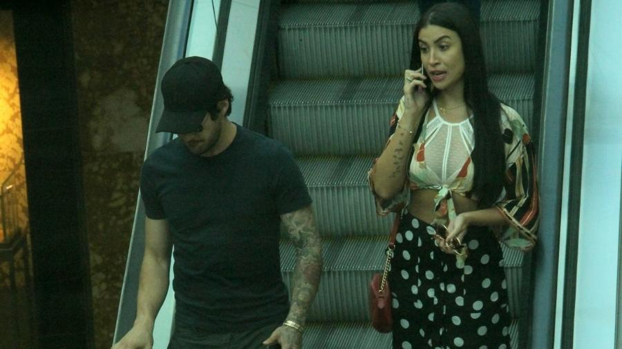 Pato e Bianca Andrade são vistos juntos em shopping no Rio - J Humberto/AgNews