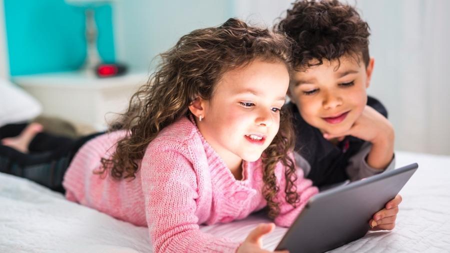 Entenda como curtir as férias com seus filhos ao ar livre - iStock