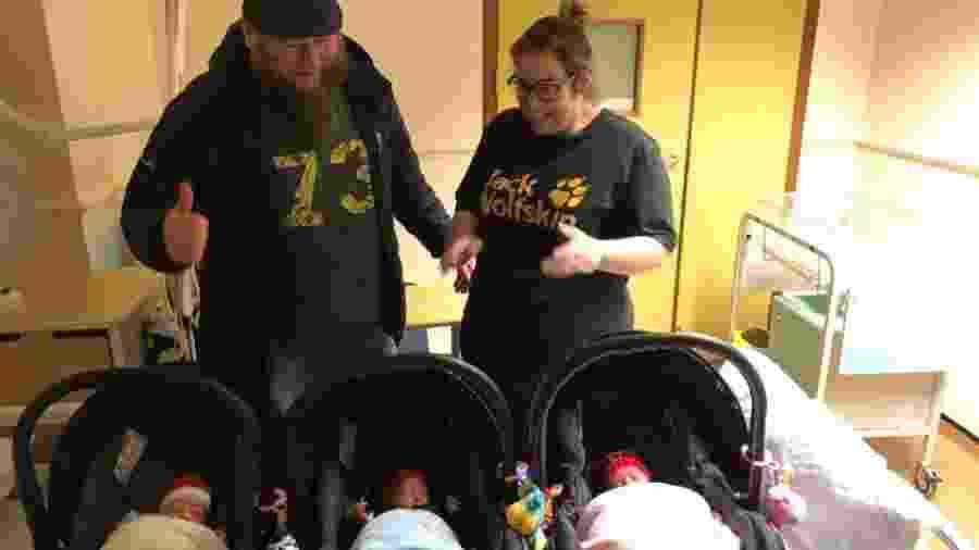 Betty Bienias e o marido com os trigêmeos - Reprodução/Facebook