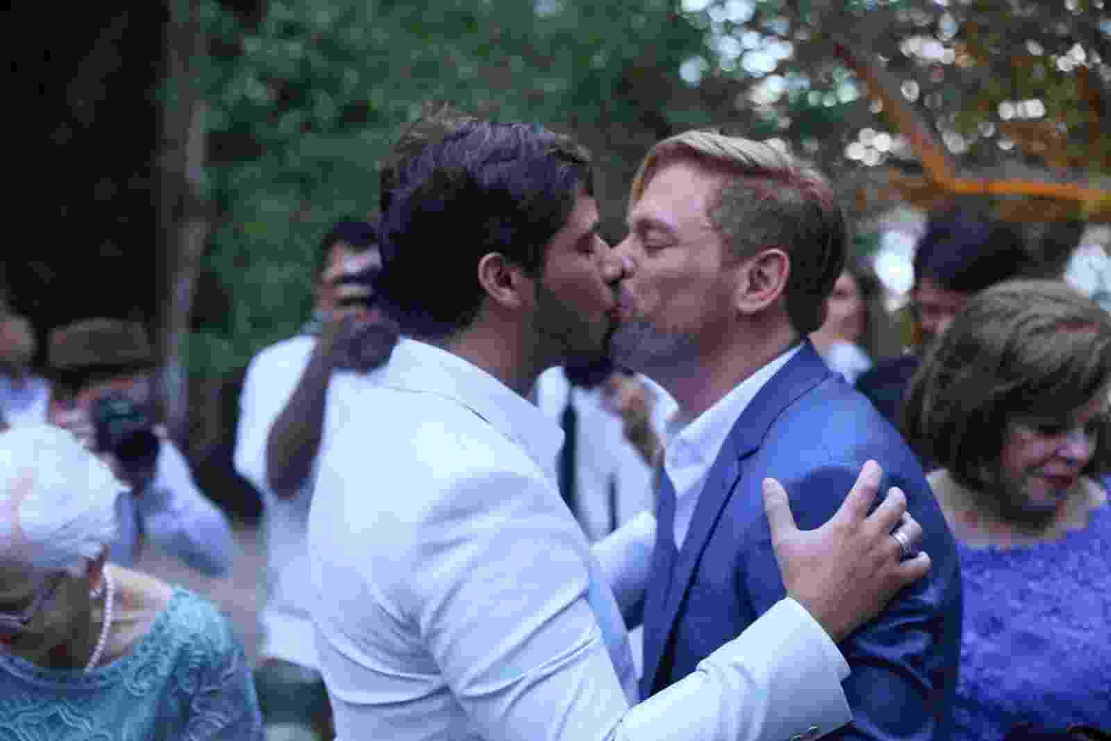 Bruno Chateaubriand e o auditor Diego Bocca se casaram ontem em Búzios - Anderson Borde/Ag.News