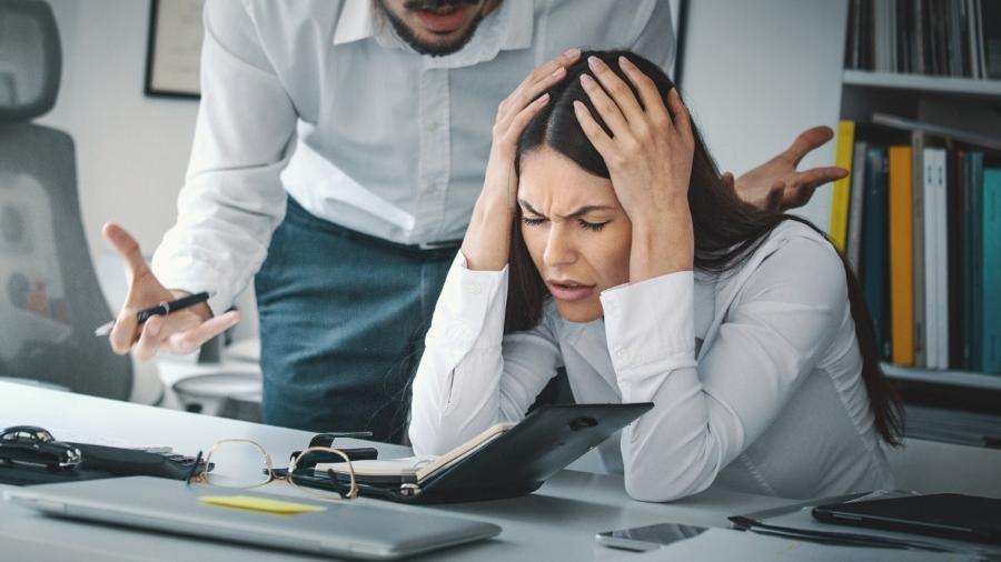 Entenda os sinais de perseguição no ambiente de trabalho - iStock