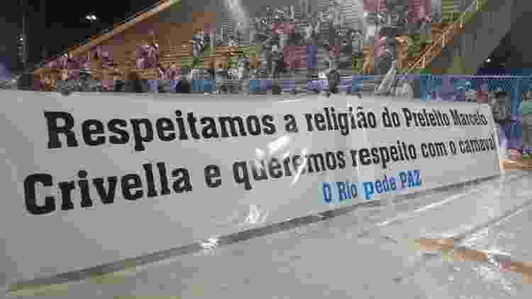 Faixa que a Acadêmicos do Sossego exibiu pede respeito ao Carnaval - Gabriel Sabóia/UOL - Gabriel Sabóia/UOL
