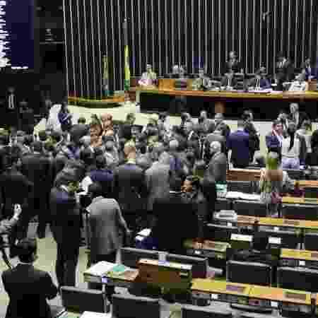Com as trocas de partidos após a eleição, PSL e PT estão hoje empatados em número de integrantes - Ag. Câmara