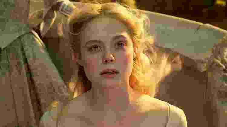 Elle Fanning como Aurora em Malévola: Dona do Mal - Disney - Disney