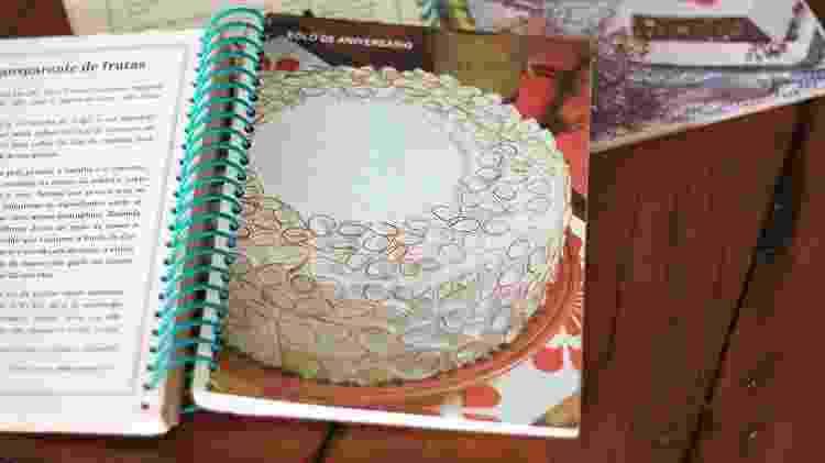 Livro da mãe de Paula que a inspirou a fazer a receita de pudim de cocada - Arquivo pessoal/Paula Cinini