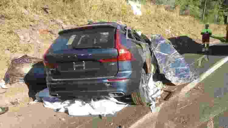 Acidente carreta carros de luxo Volvo Mauá da Serra Paraná BR-376 - Divulgação/Polícia Rodoviária Federal - Divulgação/Polícia Rodoviária Federal