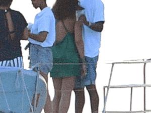 Rihanna e A$AP Rocky curtem carinhos em barco - Backgrid - Backgrid
