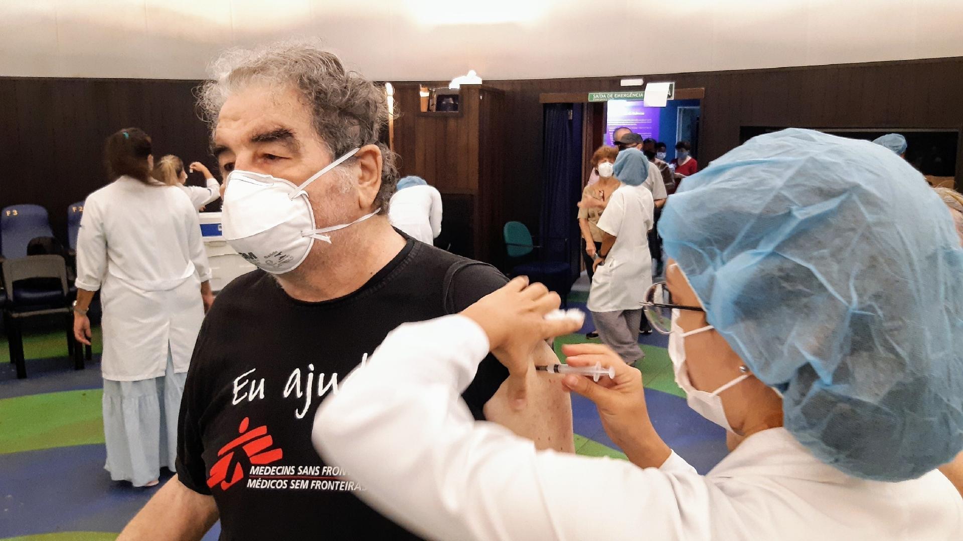 Otávio Augusto recebendo a segunda dose da vacina contra covid-1 - Daniel Delmiro e JC Pereira / AgNews