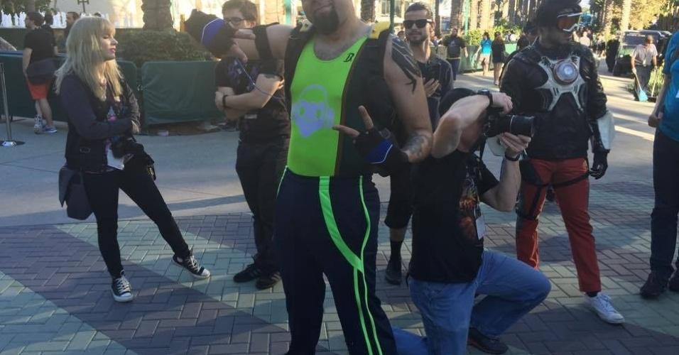 Cosplayer David Lucio vestido como o brasileiro Lúcio, de
