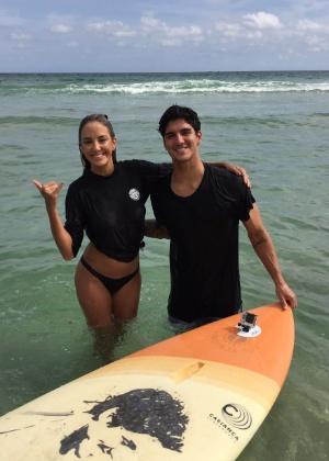 Ticiane grava entrevista e tem aula de surfe com Gabriel Medina - Divulgação
