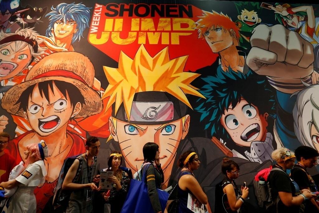 22.jul.2016 - Visitantes da San Diego Comic-Con fazem fila em frente à um painel da série de mangá