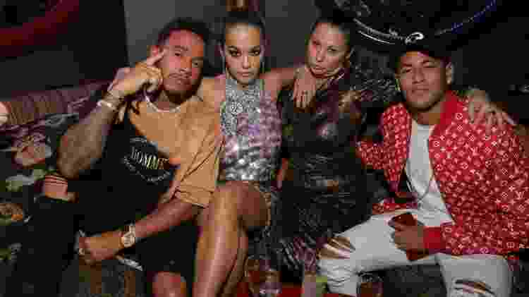 "Lewis Hamilton, Rita Ora, Fran Cutler e Neymar na festa da ""LOVE Magazine"" - Getty Images - Getty Images"