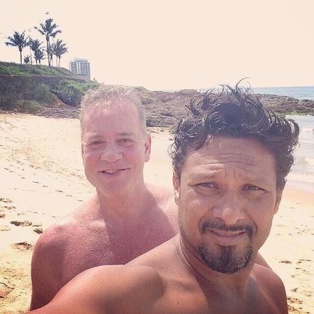 Luiz Fernando Guimarães e o marido, Adriano Medeiros - Reprodução/Instagram