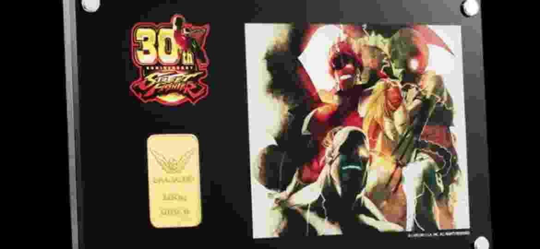 """Barra de ouro de 100g feita em comemoração ao 30º aniversário de """"Street Fighter"""" - Divulgação/Capcom/Chugaionline"""