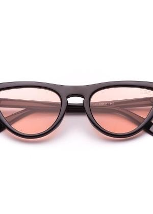 Tendências do verão 2019  aposte em óculos míni, com lente colorida ... 5ad24494bf