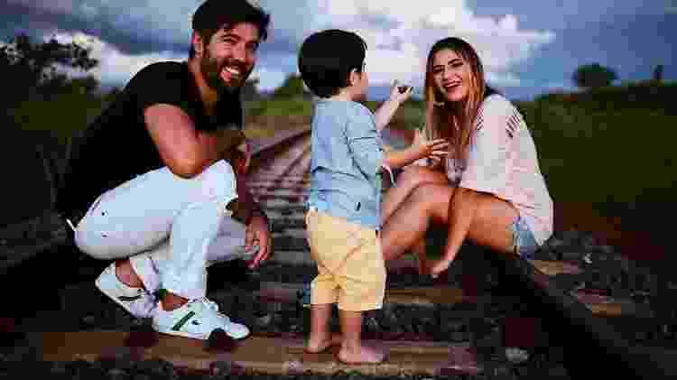 Sandro, Jéssica e o pequeno Noah - Reprodução/Globo - Reprodução/Globo