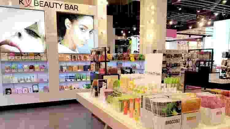 Quiosque de K-Beauty em loja da Topshop em Londres - Direito de imagemJINMEE BEAUTY/TOPSHOP - Direito de imagemJINMEE BEAUTY/TOPSHOP