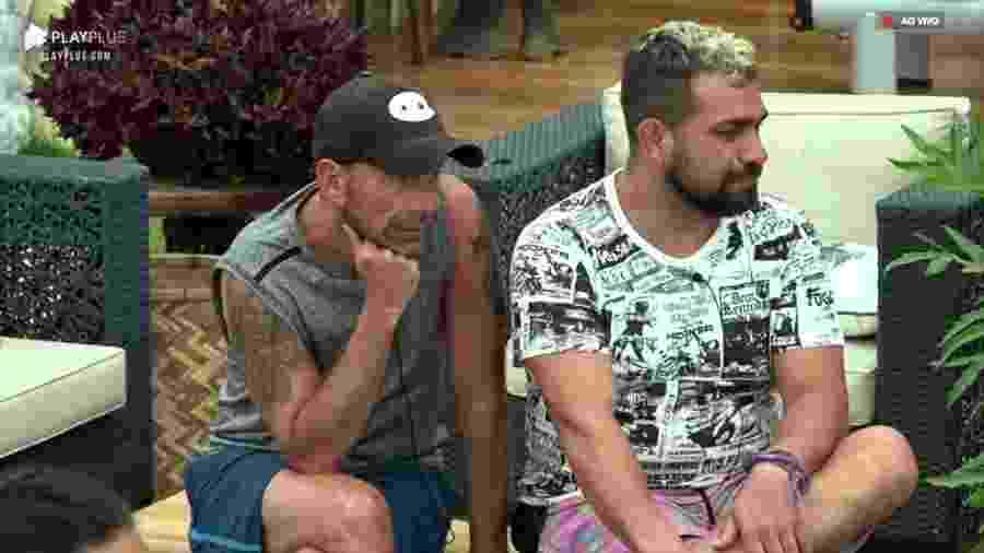 Rafael Ilha e Evandro Santo conversam após atividade  - Reprodução/PlayPlus