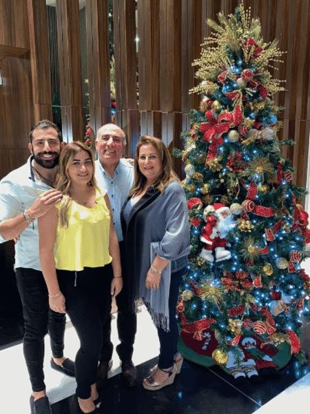 Kaysar Dadour posa em família no Natal - Reprodução/Instagram
