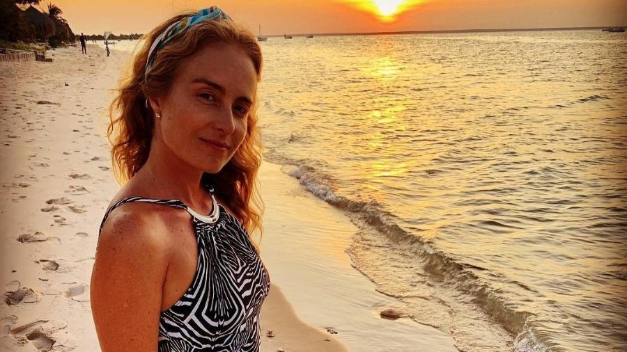 Angélica na praia - Reprodução/Instagram