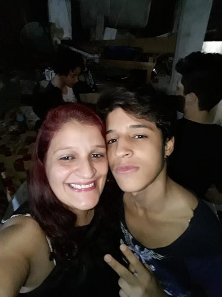 A autônomaDenise de Souza com o filho Edgar Paulo, de 15 anos - Arquivo pessoal