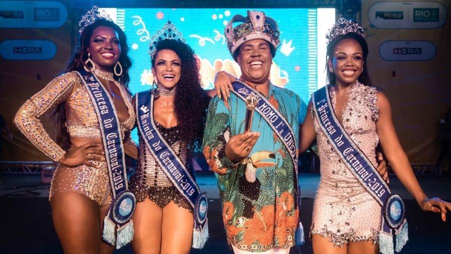 A partir da esquerda, Viviane Silveira Ramos (segunda princesa), Clara Cristina Paixão (Rainha), Wilson Dias da Costa Neto (Rei Momo) e Deisiane Conceição de Jesus (primeira princesa) - Fernando Maia/Riotur