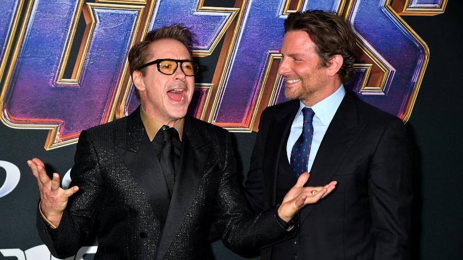 "Robert Downey Jr. posa acompanhado de Bradley Cooper no evento de estreia de ""Vingadores: Ultimato"" - Jeff Kravitz/FilmMagic/Getty Images"