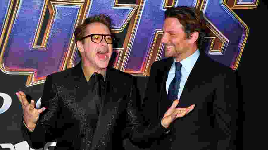 "Robert Downey Jr. posa acompanhado de Bradley Cooper no evento de estreia de ""Vingadores: Ultimato"" - Jeff Kravitz/FilmMagic/Getty Images"