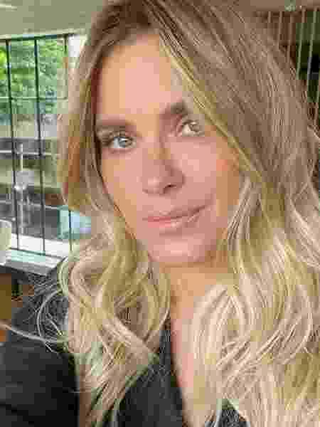 Carolina Dieckmann aparece com o cabelo platinado - Reprodução/Instagram