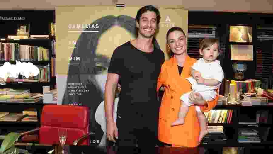 Isis Valverde com o marido André Resende e o filho Rael - Thyago Andrade/Ag. Brazil News