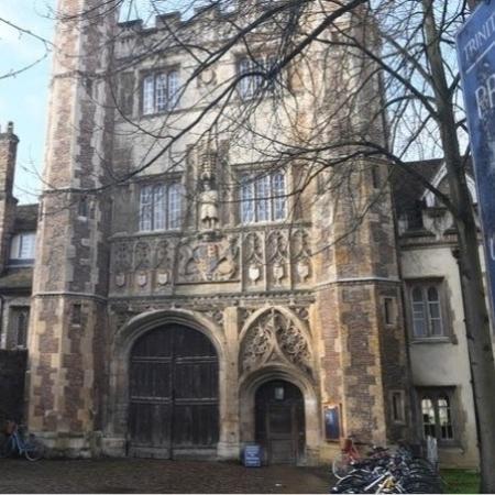 Mulher em situação de rua dá à luz gêmeos em frente à faculdade mais cara do Reino Unido - Reprodução/Justgiving.com