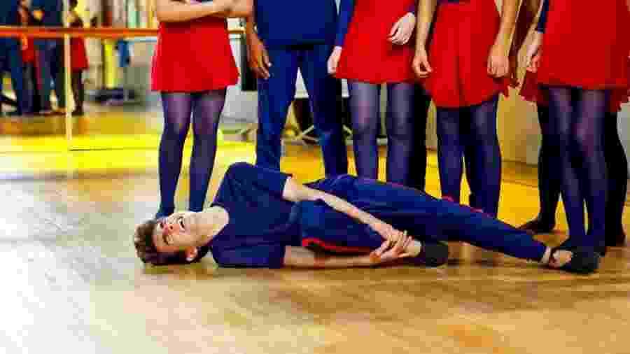 Eric se machuca durante o ensaio da Companhia de Dança - Beatriz Nadler/SBT