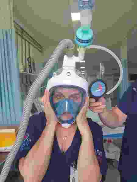 Funcionária da Santa Casa de São Sebastião do Paraíso (MG) utiliza máscara de mergulho adaptada em testes - Divulgação/Santa Casa de Misericórdia de São Sebastião do Paraíso