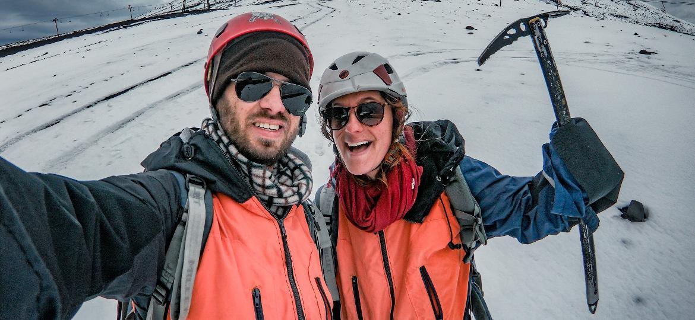 Entre os pontos altos da viagem do casal de jornalistas, esteve a subida ao cume do vulcão ativo Villarrica, em Pucón (Chile) - Arquivo pessoal