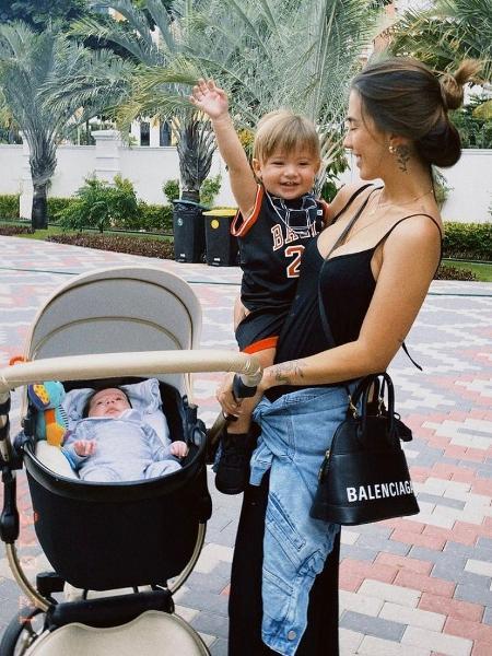 Gabi Brandt com os filhos Davi e Henri - Reprodução/ Instagram @gabibrandt