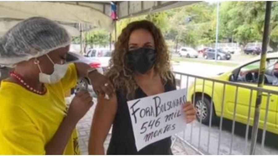 Daniela Mercury protestou contra Bolsonaro ao se vacinar - Reprodução: Instagram