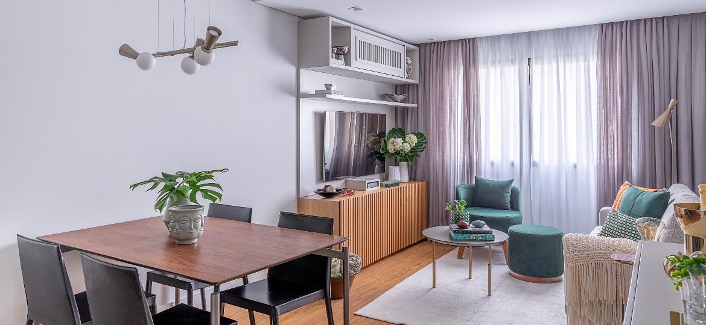 Trazendo a sensação de conforto e se encaixando nos mais diversos estilos de decoração, os móveis de madeira são mais resistentes e garantem charme extra ao ambiente - Rafael Renzo